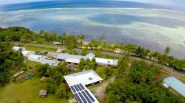 Il paie 49 US$ pour un billet de tombola et gagne un hôtel sur une île du Pacifique