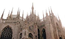 Un touriste rate la sortie et passe la nuit sur le toit de la cathédrale de Milan